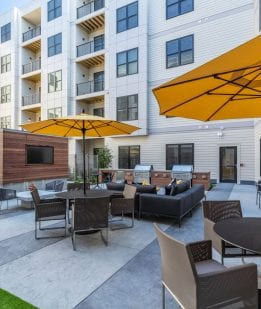 Framingham luxury apartments with Courtyard